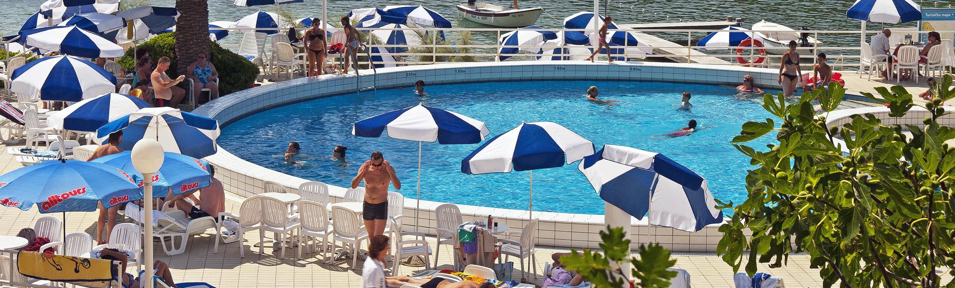 hotel s bazenom slano